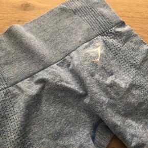 Tights fra Gymshark. Sælges da jeg ikke får dem brugt. Brugt få gange. Farven er mest retvisende på produktfoto (billede 1).