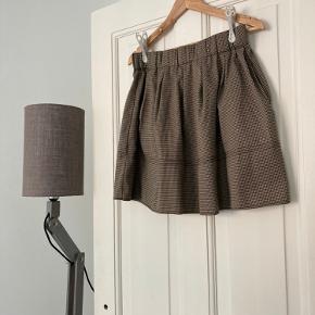 Super fin nederdel, med lommer Sender gerne