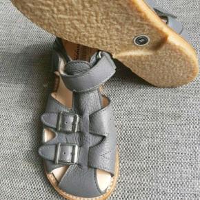 Helt nye kvalitets sandaler fra Angulus. Ny pris 750 kr.  Kig endelig forbi mine andre annoncer.   Kan hentes på Amager eller sendes mod betaling