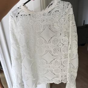 Sælger VILA trøje - aldeig brugt. Str M - fin detalje ved ærmerne