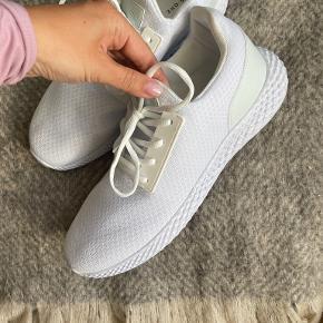 Pier One sneakers