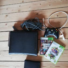Xbox 360. Der medfølger Strømkabel 1 stk. Joystick Hdmi kabel To spil med kassette the Sims 3 og GTA 5  Ydermere er der følgende spil i samlet etui: LA Noire Assassins Creed brotherhood Assassins Creed 3 Assasins Creed revalations FIFA 10 Crimson skies Arrmy of two Batman arkham asylym Batman arkham city Call of duty black ops 2