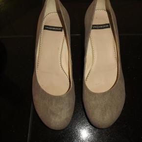 Et par flotte sko med kilhæl, fra Vagabond, str. 37 i jeansfarvet lærred, kun brugt en gang.  Wedges Farve: Grå/blå