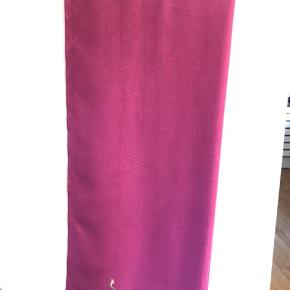 Lækkert stort Pashmina  tørklæde pæn stand ,  mål cm  176 x  76 cm  Farve cerise   #30dayssellout