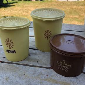 Flotte retro bøtter fra Tupperware Til kaffe, the eller andet tørvare opbevaring Den brune kunne kun fåes ved optjening som konsulent Sælges samlet