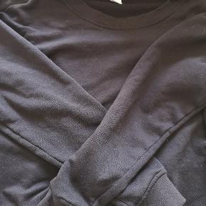 Sweater fra h&m. Brugt et par gange, men er som ny. Det er en oversized sweater, så kan også bruges af en medium.   Køb 2 ting til 50 kr. For 80 kr. Køb 3 ting til 50 kr. 120 kr. Køb 4 ting til 50 kr. 160 kr. Køb 5 ting til 50 kr. 200 kr.