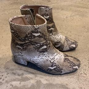 Fantastiske at gå i - lækre støvler til billige penge.