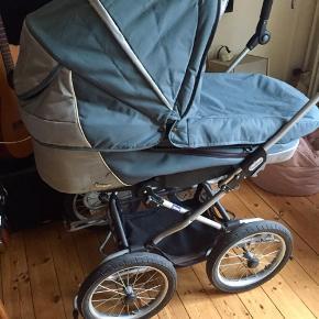 Emmaljunga barnevogn, med en dejlig fin madras i. Liggemål: 98cm  Kan beses /afhentes Kbh 2450 Sv.
