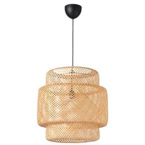 Flot lampe fra ikea. Aldrig brugt - stadig helt ny.   Højde:  54 cm Diameter: 50 cm Kabellængde: 1.1 m  Nypris 399kr  Byd?