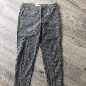 Fine suitbukser fra H&M. Brugt og vasket få gange og fremstår derfor som nye.