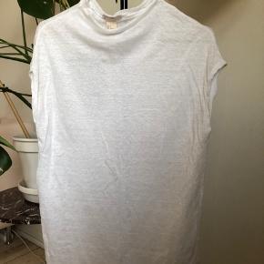 Oversize t-shirt i hør Brugt få gange - haves også i sort