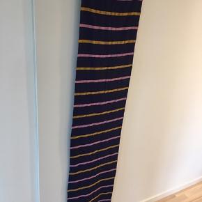 Rigtigt fint 200 cm langt tørklæde fra Noa Noa ☺️ Aldrig brugt