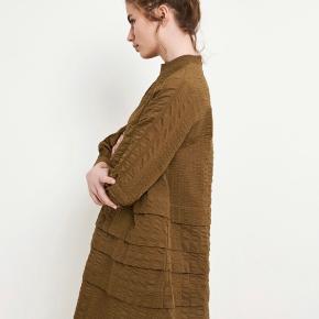 Mega flot kjole, der aldrig er brugt ☺️ Kjolen er oversize, så den passes af Xs-M.