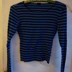 Monki Bluse, Næsten som ny. Ny Højen - Monki Bluse, Ny Højen. Næsten som ny, Brugt og vasket et par gange men uden mærker eller skader