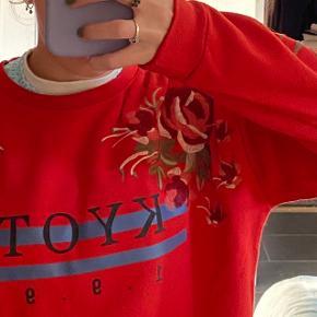 Dejlig blød sweater med broderede detaljer