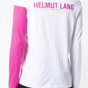 Varetype: Andet Farve: Hvid Prisen angivet er inklusiv forsendelse.  Sælger denne cool Helmut Lang longsleeve.   Ny pris: 1400 kr   BYD!!