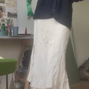 Sælger denne vintage nederdel men broderede blomster🌸str xs/s