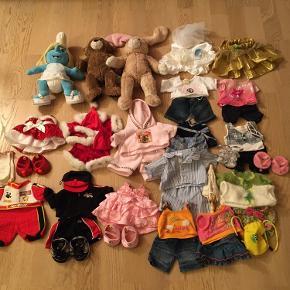 Min datter har bestemt at hun gerne vil sælge sit build a bear. 3 stk bamser, smølfine, en Bjørn og en kanin, og 16 stk tøjsæt. Det er næsten som nyt, kommer fra et ikke ryger hjem. SÆLGES KUN SAMLET. Kan afhentes i 2990 Nivå, eller sendes mod betaling