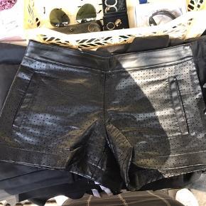 Cool sorte ægte læder shorts Købt i USA i Club Monaco Np: 650 kr