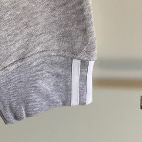Lækker ankel bukser med snøre i taljen  Str 38 - måske en 40 og kan passe dem  Aldrig brugt  Mp 150 pp