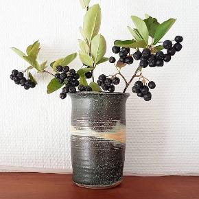 Lækker farver, lækker vase. H 15 cm Ø 10 cm. 🌷🌳