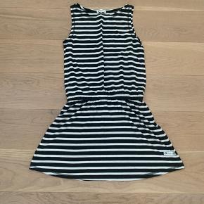 Super lækker blød kjole i sort og hvide striber