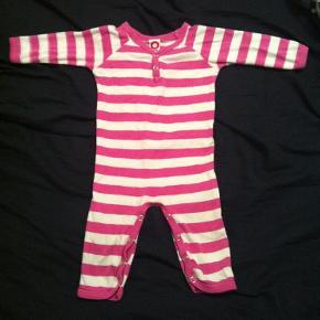 Varetype: Heldragt Farve: Hvid og pink Oprindelig købspris: 230 kr.  Fin heldragt. Kun vasket i neutral.