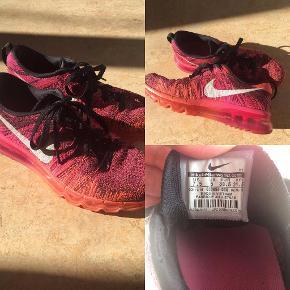Nike air max fli knit str. 38,5. Næsten aldrig brugt.  Købt for 2500kr på Nike's hjemmeside.  Køber betaler fragt