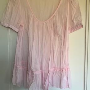 Fin skjorte med bindebånd ved taljen