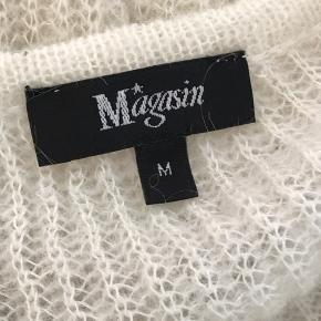 Skøn strik fra magasin i en uld-blanding. Brugt, men uden tydelige slidtegn🥰  Str. M Np~ ca. 600kr?? Mp~ byd