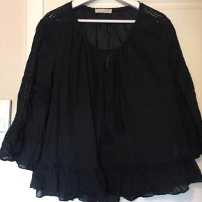 Super yndig bluse fra odd Molly. Brugt få gange til fint brug, pæn og velholdt:) nypris 949kr