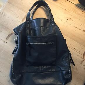 Fin taske   Kan ikke huske mærke - foret indvendig er taget ud, da det var i stykker