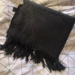 Lækkert tørklæde fra pieces, kradser ikke