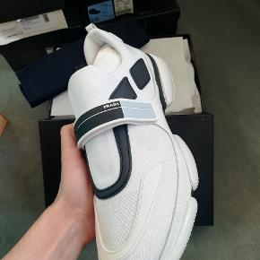 Hvide Prada Cloudbust Sneakers Størrelse 45, 30 cm Deadstock, aldrig rørt en fod Alt tilbehør medfølger, kvittering, boks osv Nypris 4750