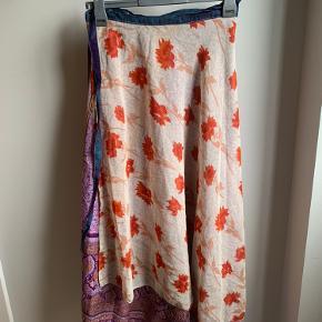 Smuk wrap silke nederdel, kan vendes og er gulvlang.   #30dayssellout