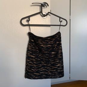 Leopard / geopard / dyreprint I brun og sort Stropløs   Bluse , overdel , top Størrelse xs - s  Fest    #30dayssellout #trendsalesfund Vila , envii , h&m , monki , selected femme , zara