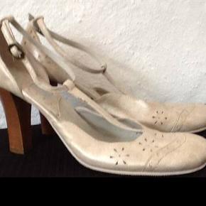 Adax heels