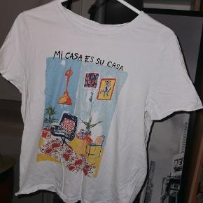 Fin t-shirt fra h&m, som kun er blevet brugt et par gange. Ingen slitage af finde.