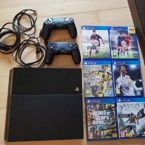 Sælger denne ps4. Der medfølger: - 2x controllere inkl. 1 lader - 4x FIFA (2015-2018) - GTA 5 - Assassin's creed IV, Black flag - HDMI stik