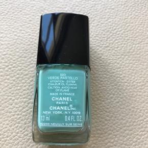 Chanel no 590 - verde pastello  Brugt 1 gang (hvis jeg overhovedet har brugt den).   Bytter ikke  Se også mine andre annoncer med Chanel neglelak