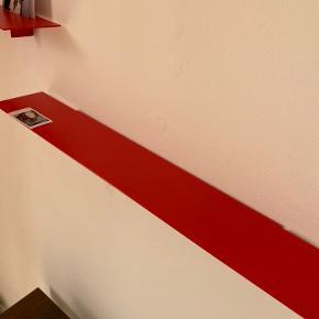 3 styks røde hylder. Hængt i 3 måneder. Ingen ridser.