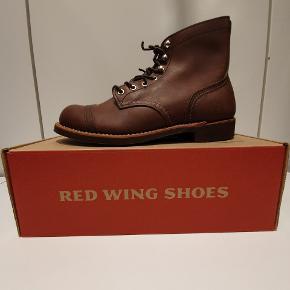 Red wing 8111 us 7.5 euro 40 (ny model med mønstret vibram sål) Ikonisk støvle fra Amerikanske Red Wing, håndlavede støvler i høj kvalitet.  Prisen er fast