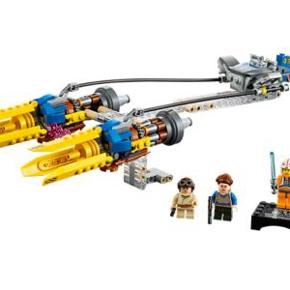 Anakin's Podracer 75258.  Køb nyudgivet Anakin's Podracer (fra april 2019) af LEGO Star Wars, fra filmen The Phantom Menace.  Da jeg kun samler på LEGO-figurer, sælger jeg resten af dette sæt, som aldrig har været bygget. Nogle af poserne indeni har ikke engang været åbnede.  Med købet får du: - fartøj - manual - originalkasse - figur: Anakin  Følgende ting medfølger ikke: Padmé og Luke Skywalker figur+display samt deres våben.  Originalpris: 250 kr.  Kan sende med GLS. Forsendelse kommer oveni prisen. Kan også afhentes i Esbjerg V.  NB. Denne annonce er også opslået på andre portaler.