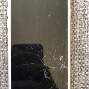 iPhone 8 med 64 gb. Alt virker som det skal, men skærmen er ødelagt for og bag.
