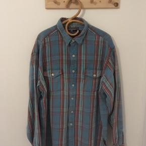 Super flot Ralph Lauren skjorte i 100% bomuld. Sælges udelukkende, fordi jeg ikke er helt bredskuldret nok til den, men det er du nok 😉