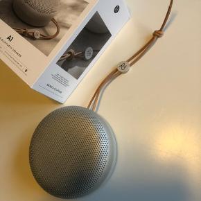 Bang & Olufsen højtaler. Har været brugt 4 gange. Ellers kun lagt til pynt. Købt for 2 måneder siden.