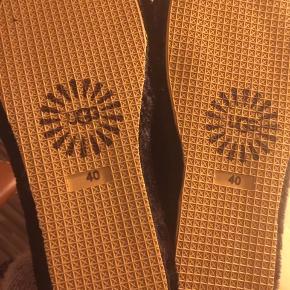sutsko / sandaler - prøvet på, sælges da de er for små. Fitter 39-40