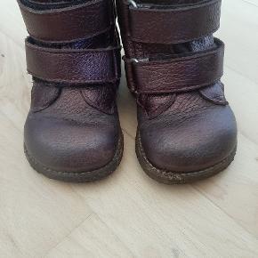 Super lækre varme kvalitets vinterstøvler fra Angulus.   Kig endelig forbi mine andre annoncer.   Kan hentes på Amager eller sendes mod betaling