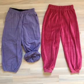 Str 98.  bløde velour bukser fra ej sikke lej a 30kr.  Brugt men god stand.  Og Nye lilla IdaT bukser med foer a 100kr Sender gerne