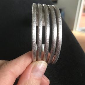 Varetype: Armbånd Størrelse: One size Farve: Sølv  Brugt omkring 5x. Smukkeste armbånd fra izabel camille i Hvidt sølv. Ny pris 3500